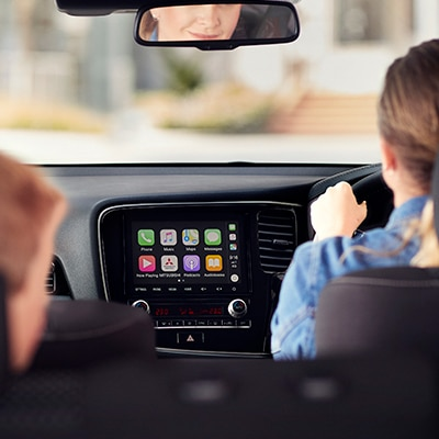 Now you can follow maps, send and receive messages, make calls and play music via voice-control on the Smartphone Link Display Audio, compatible with Apple Carplay and Android Auto.